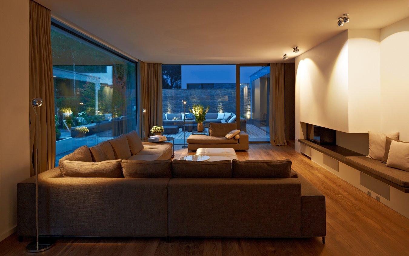 lichtplaner bolz licht design beleuchtungsbeispiele. Black Bedroom Furniture Sets. Home Design Ideas